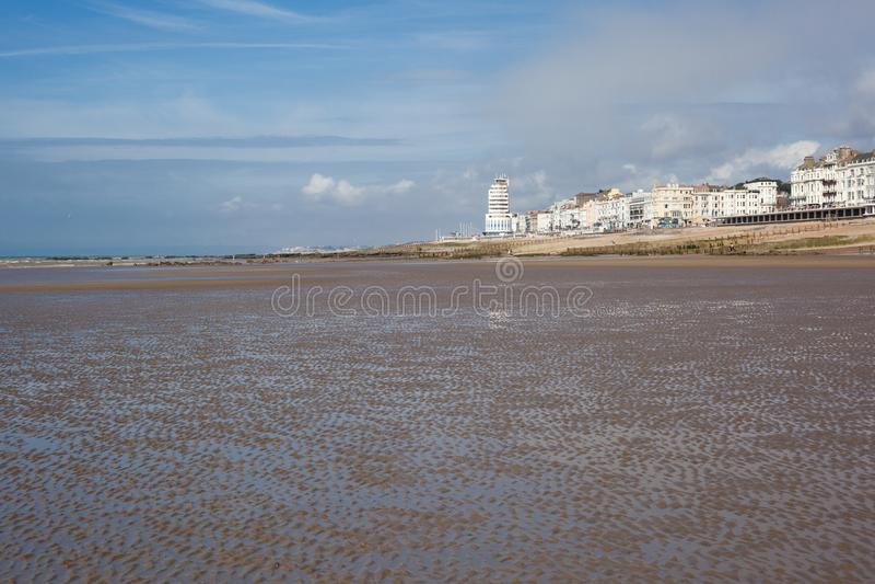 Hastings overzeese voorzijde in een eb royalty-vrije stock foto
