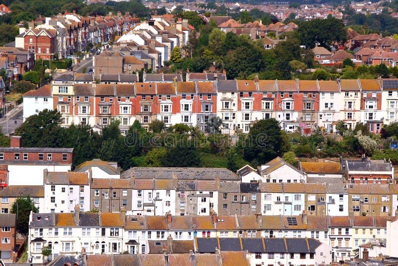 HASTINGS, UK: Γενική άποψη των ζωηρόχρωμων σπιτιών στοκ φωτογραφίες