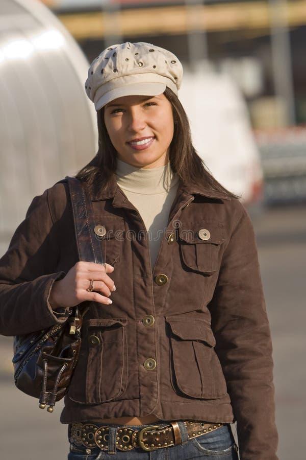 hat uśmiecha się nosi kobieta obrazy stock