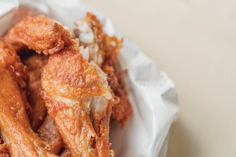 Hat Yai Fried Chicken, en traditionell stil av stekt kyckling från sydliga Thailand royaltyfri fotografi