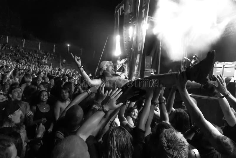 Hatebreed Moshpit i tłumu surfing na Metaldays w Tolmin obraz royalty free