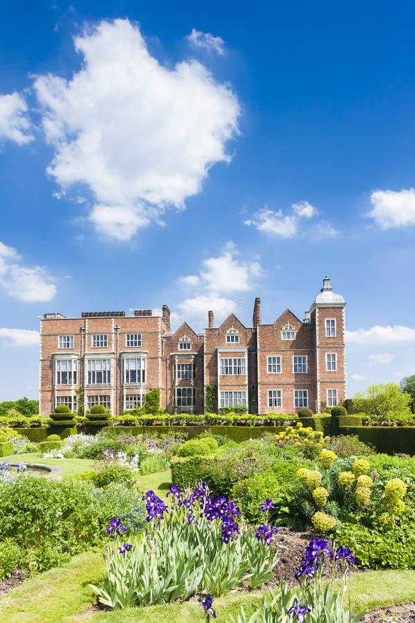 Hatfieldhuis met tuin, Hertfordshire, Engeland stock afbeelding