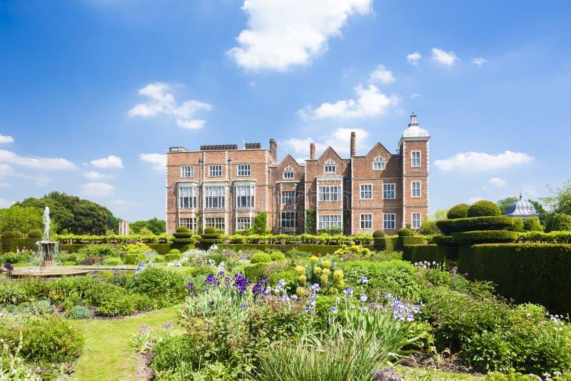 Hatfieldhuis met tuin, Hertfordshire, Engeland stock afbeeldingen