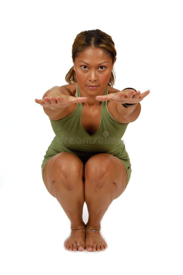 Hatha Yoga-Haltung übergibt außerhalb stockfoto