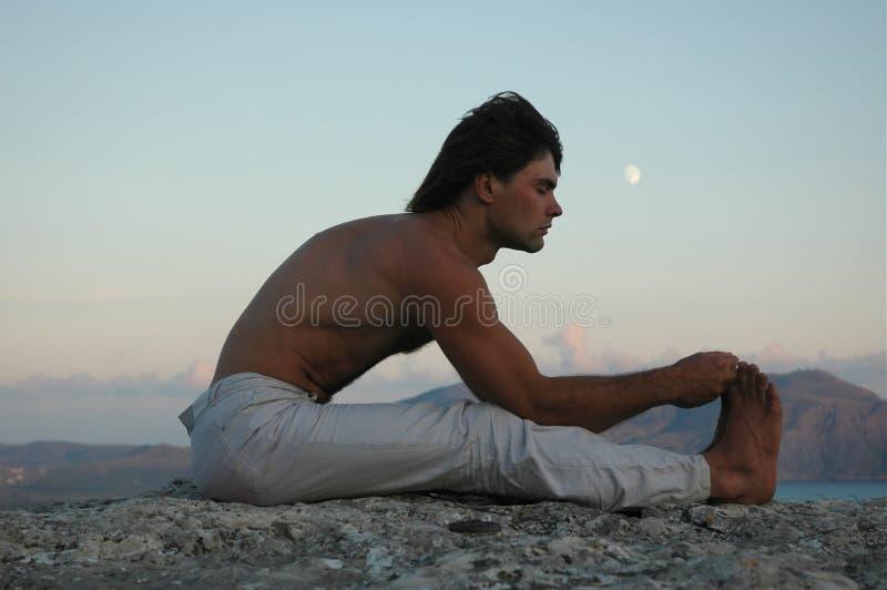 Hatha-yoga: paschimottanasana imagen de archivo libre de regalías