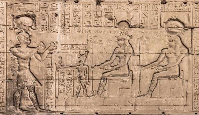 Hathor寺庙的墙壁在Dendera的 免版税库存图片
