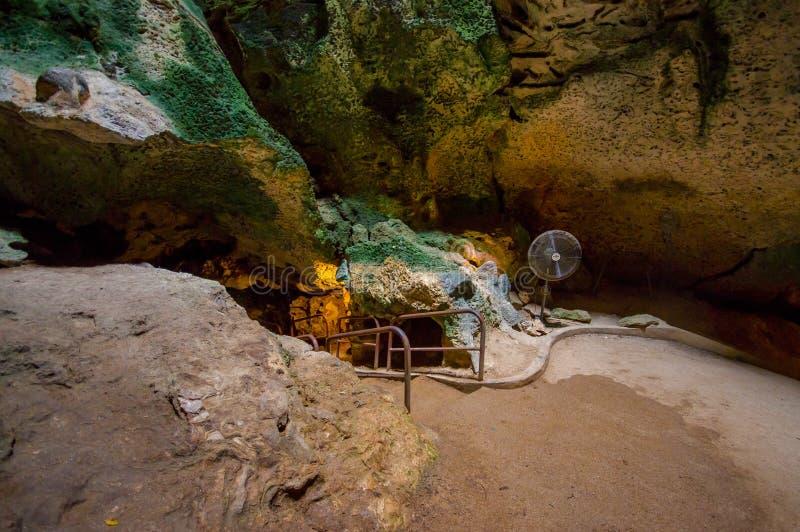 HATO CURACAO - 2 NOVEMBER, 2015: Hato grottor är showgrottor och den populära turist- dragningen på den karibiska ön royaltyfri fotografi