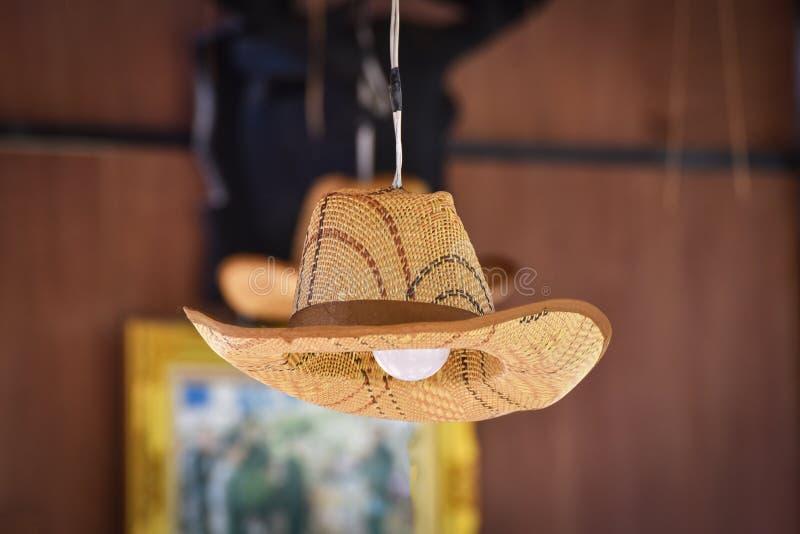 Hatt med lampan royaltyfri foto