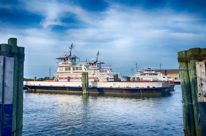 Hatteras, NC, U.S.A. - 8 agosto 2014: barca di trasporto del traghetto al Ca immagine stock libera da diritti