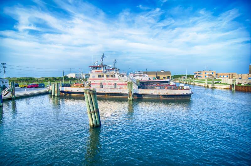 Hatteras, NC, U.S.A. - 8 agosto 2014: barca di trasporto del traghetto al Ca immagini stock libere da diritti