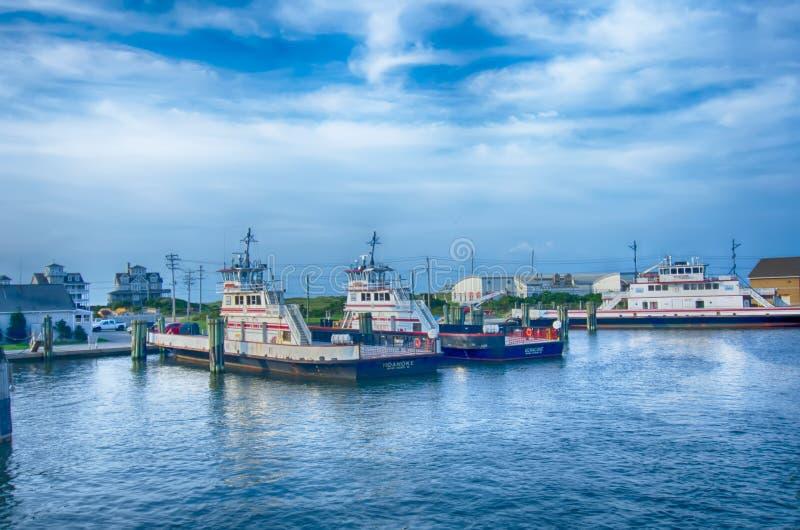 Hatteras, NC, U.S.A. - 8 agosto 2014: barca di trasporto del traghetto al Ca fotografie stock