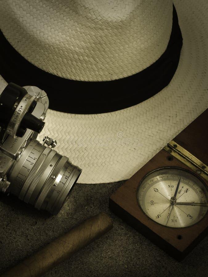 Hattkamera och kompass royaltyfri foto