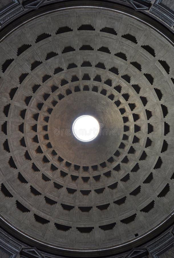 Haube des Rom-Pantheons mit oculus in der Mitte stockbild