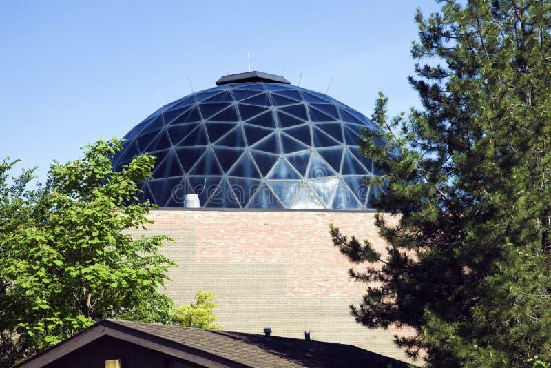 Haube des Zoogebäudes stockfoto