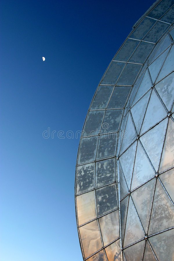 Haube und Mond stockfotografie
