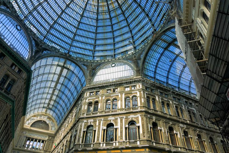 Haube von Galleria Umberto lizenzfreie stockfotos