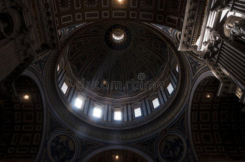 Haube von St- Peter` s Basilika lizenzfreies stockbild