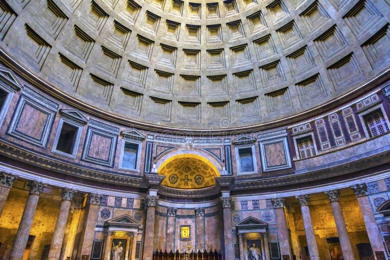 Hauben-Säulen-Altar-Pantheon Rom Italien stockfoto