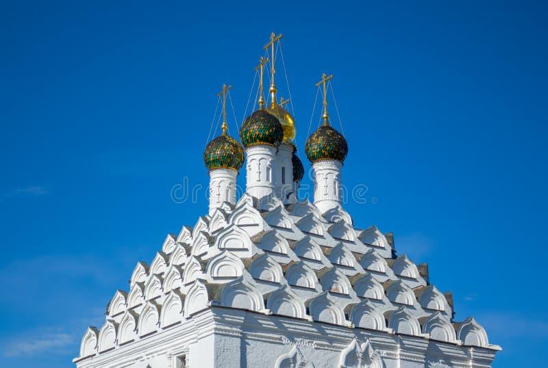 Hauben und kokoshniks der Kirche in Kolomna lizenzfreie stockfotos