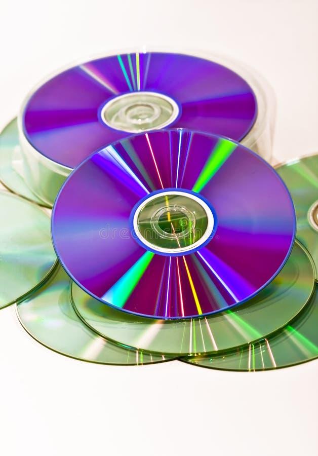 Haufen-CD-ROM auf weißem Hintergrund lizenzfreies stockfoto