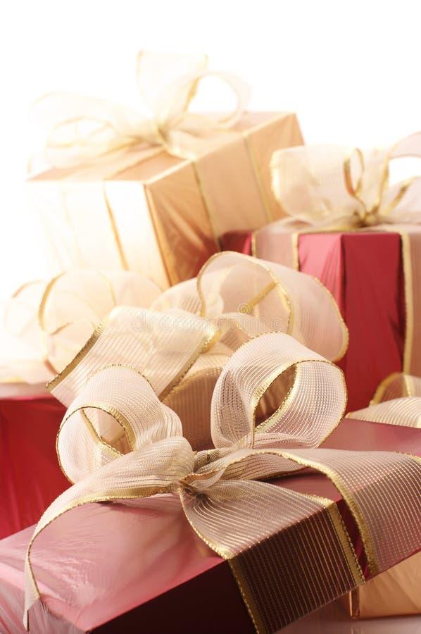 Haufen der Geschenknahaufnahme lizenzfreies stockfoto