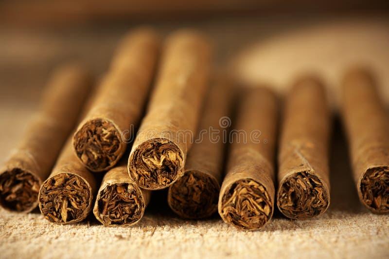 Haufen der Zigarren lizenzfreie stockfotografie