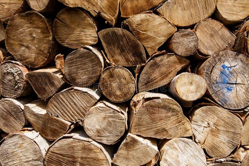 Haufen des Brennholzes lizenzfreie stockbilder