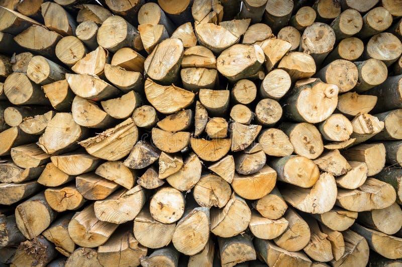 Haufen des Brennholzes stockfotos