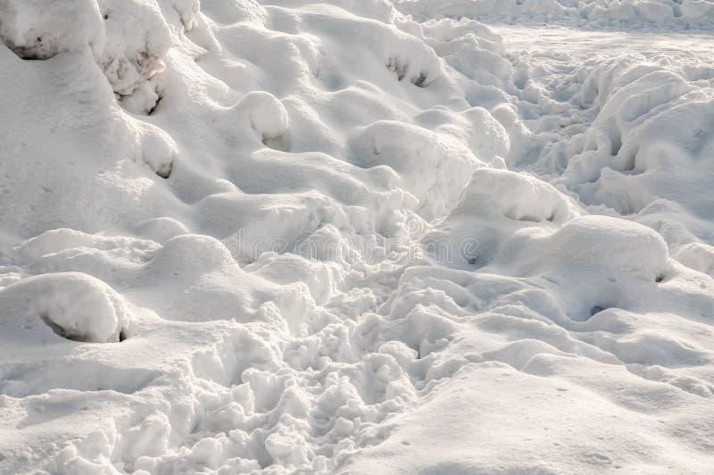 Haufen des Schnees im Winter lizenzfreies stockbild