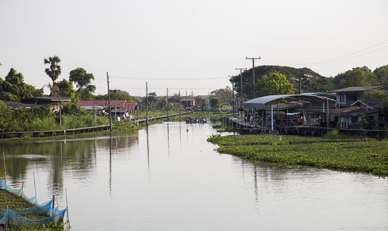 Haupt-andresidence Lebensstil des Flussufers West von Thailand lizenzfreie stockfotos