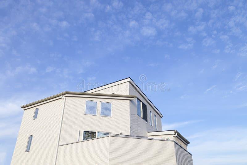 Haupt- und blauer Himmelhintergrund lizenzfreie stockfotos