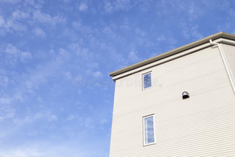 Haupt- und blauer Himmelhintergrund stockfotografie