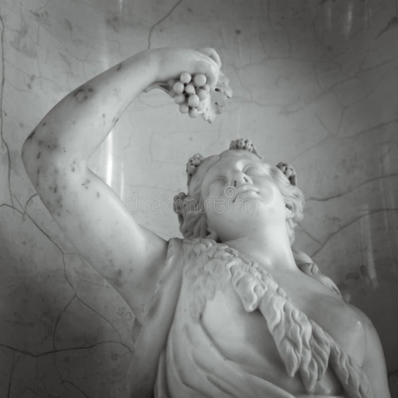 Haupt- und Schulterdetail der alten Skulptur lizenzfreie stockfotos