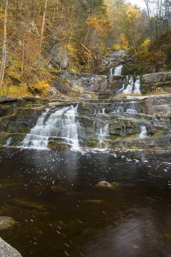 Haupt- Wasserfall bei Kent Falls State Park in West-Connecticut lizenzfreie stockfotografie