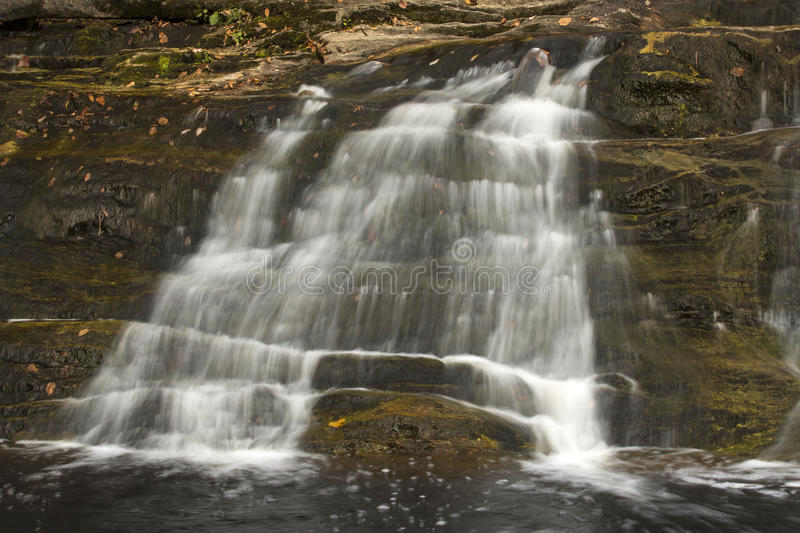 Haupt- Wasserfall bei Kent Falls State Park in West-Connecticut stockfoto