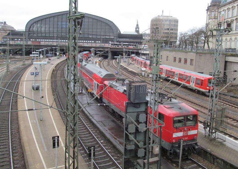 Hauptbahnhof i Hamburg, Tyskland Det är den huvudsakliga järnvägsstationen i staden, det mest upptagen i landet och andra royaltyfria foton