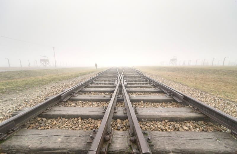 Haupteingang nach Auschwitz Birkenau lizenzfreie stockbilder