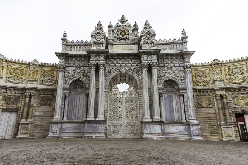 Haupteinstiegstür und Tor von dolmabahce Palast in Istanbul stockfotografie