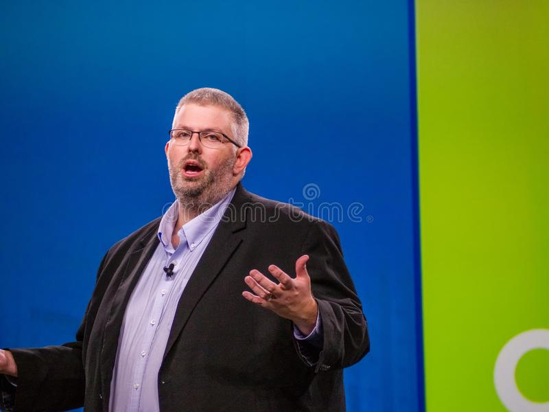 Hauptevangelist NetApp von ONTAP Jeff Baxter macht Rede lizenzfreie stockbilder