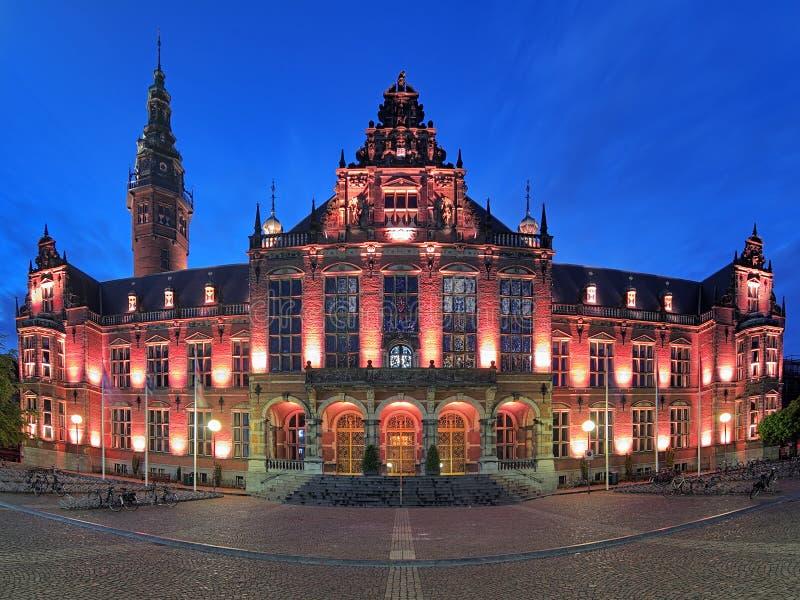 Hauptgebäude der Universität von Groningen am Abend, Netherl lizenzfreies stockfoto