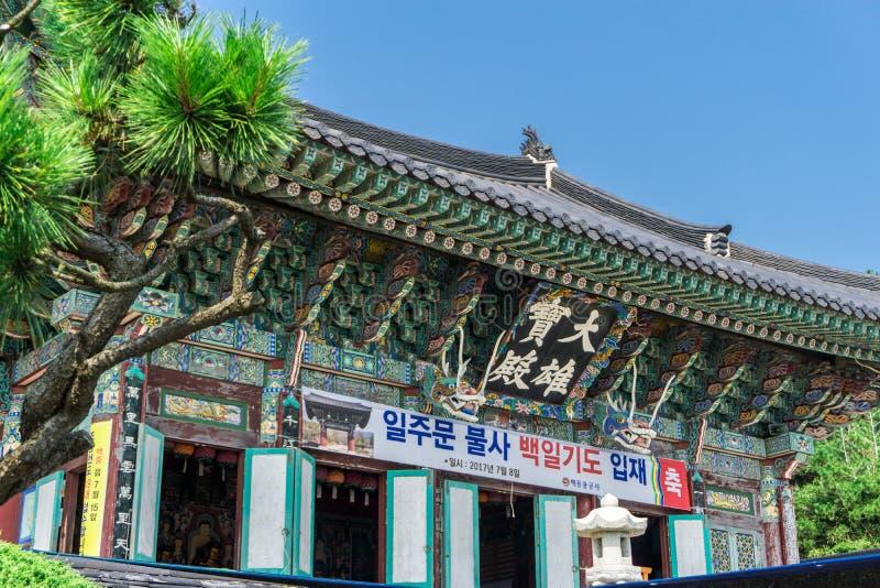 Hauptgrafschaft von Tempel Haedong Yonggungsa in Busan, Südkorea lizenzfreies stockbild
