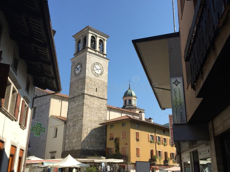 Hauptkirche in Tarcento stockfotos