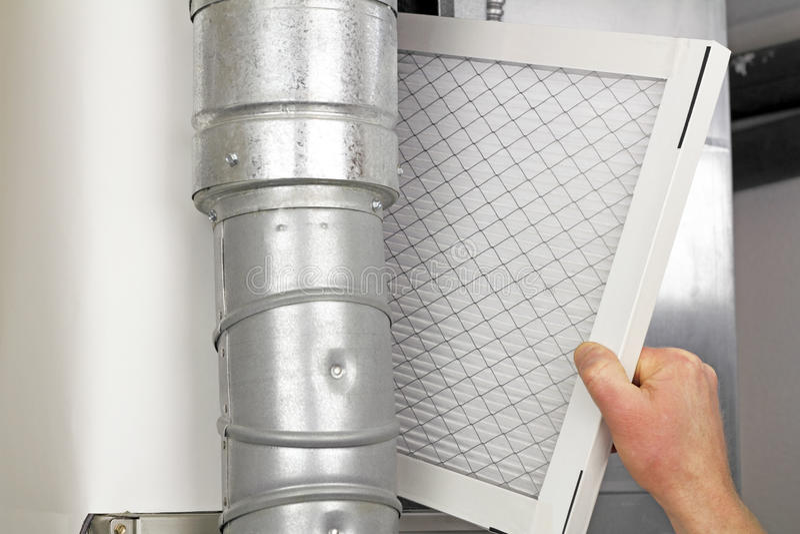 Hauptluftfilter-Wiedereinbau lizenzfreie stockbilder