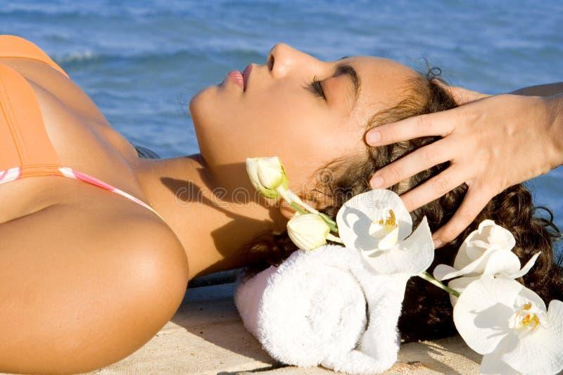 Hauptmassage, schöne Frau lizenzfreie stockbilder