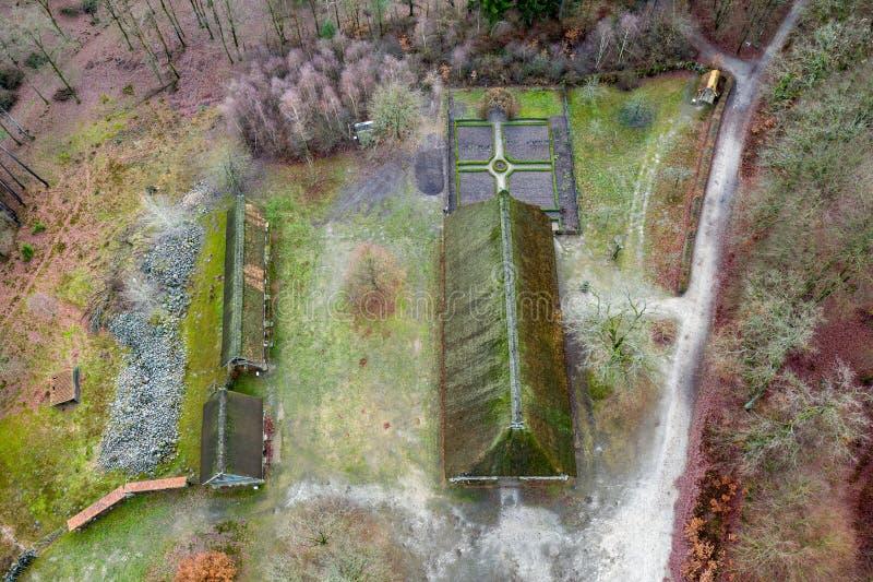 Hauptmuseum Hösseringen des hauses im Freien im LÃ-¼ nebà ¼ rger Heide nahe Suderburg von der Luft, mit a geometrisch lizenzfreies stockbild