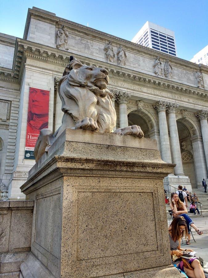 Hauptniederlassung New- Yorköffentlicher bibliothek, Stephen A Schwarzman-Gebäude, Bibliothek Lion Patience, New York City, NY, U stockfotos