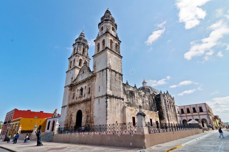 Hauptplatz mit Kathedrale in Campeche, Mexiko lizenzfreies stockbild
