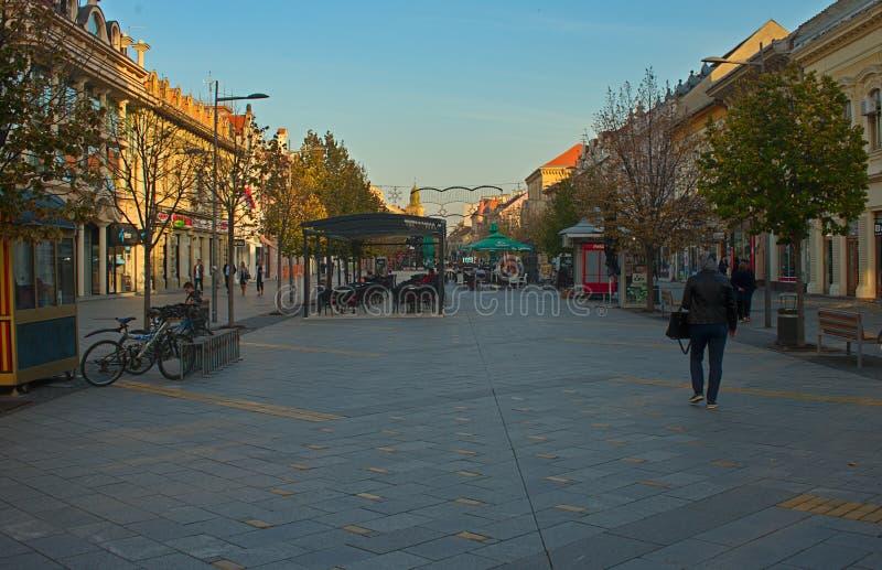 Hauptpromenadenstraße ZRENJANIN SERBIEN am 14. Oktober 2018 - lizenzfreie stockfotografie