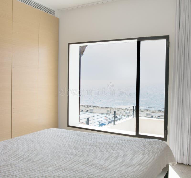 Hauptschlafzimmer mit einer Ansicht lizenzfreie stockbilder