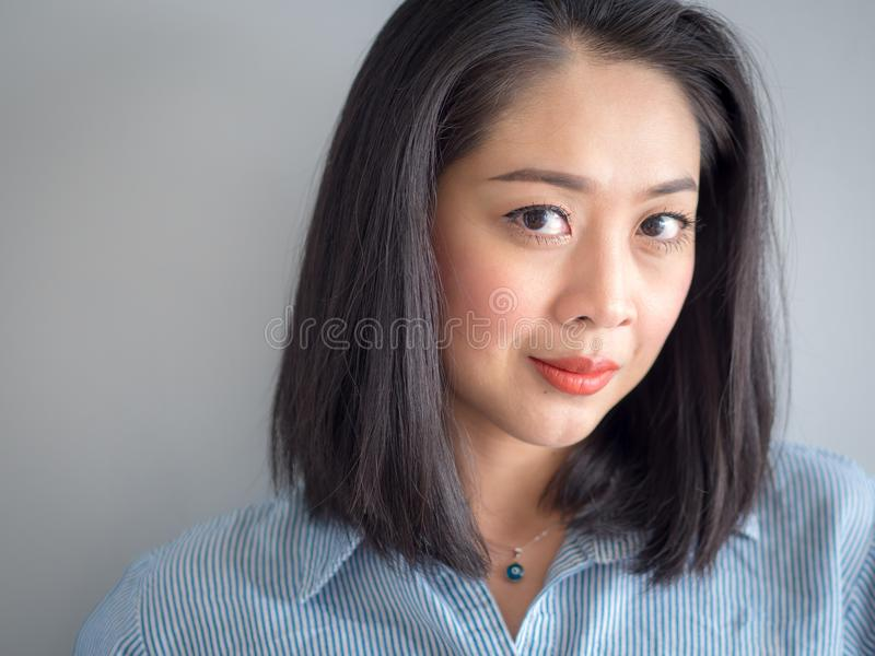 Hauptschussporträt der Frau mit großen Augen lizenzfreie stockfotos